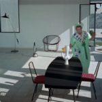 gosposia sprząta dom