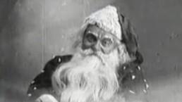 uśmiechający się Święty Mikołaj ze starego filmu