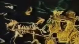 złota karoca prowadzona przez kościutrupa-konia